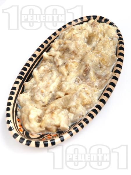 Млечна разядка / салата кьопоолу от печен патладжан (син домат) на фурна с майонеза, кисело мляко и чесън - снимка на рецептата